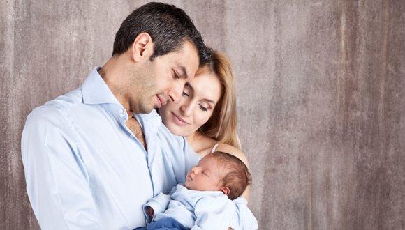 Niềm hạnh phúc khi được ôm đứa con của mình không còn xa vời